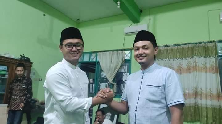 Foto : M. Khoirul Mubtadiin, Ketua PW IPNU Jatim memberikan selamat kepada M. Fakhrul Irfansyah Ketua PW IPNU terpilih pada Konferensi IPNU Jatim.